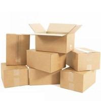 Kartons in verschiedenen Paketgrößen