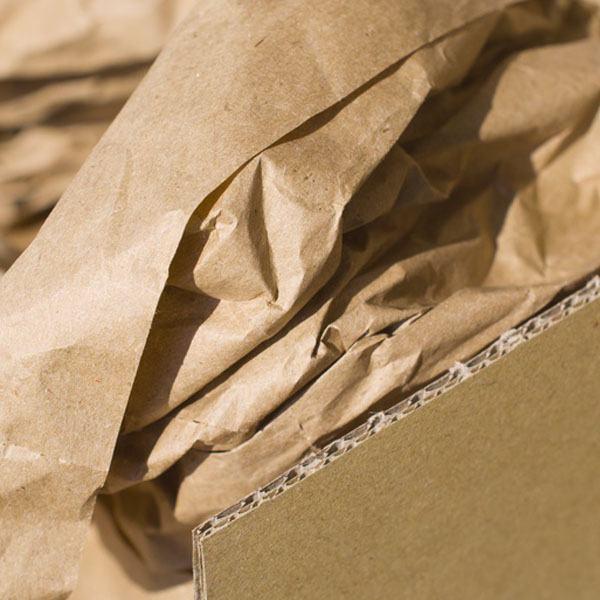 Polstermaterial aus Papier in Kartons