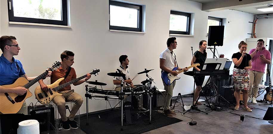 Eröffnungsfeier mit Live-Musik